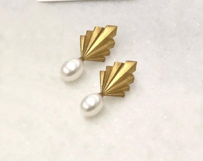 Folds pearly earrings
