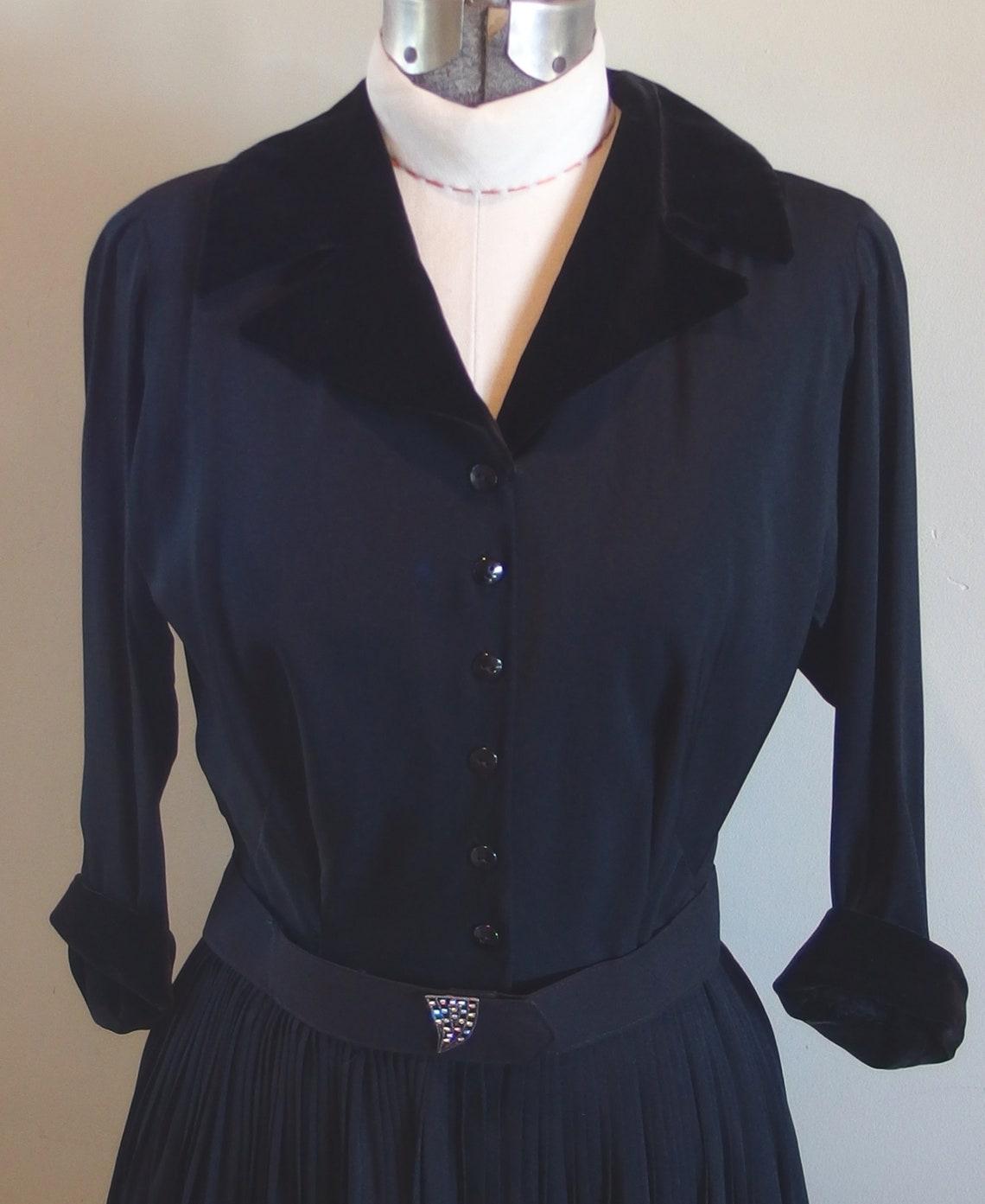 1950s Black Crepe Silk Cocktail Evening Dress Velvet Collar