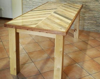 Dining table with top of pallet, glass and base in chestnut