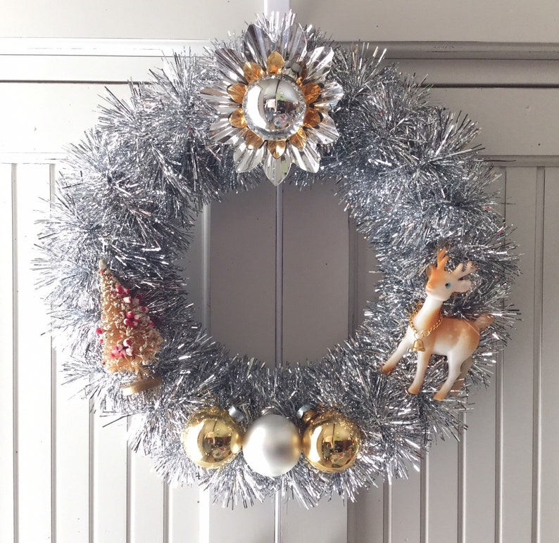 Petite Silver /& Gold Vintage Christmas Ornament Wreath with Deer