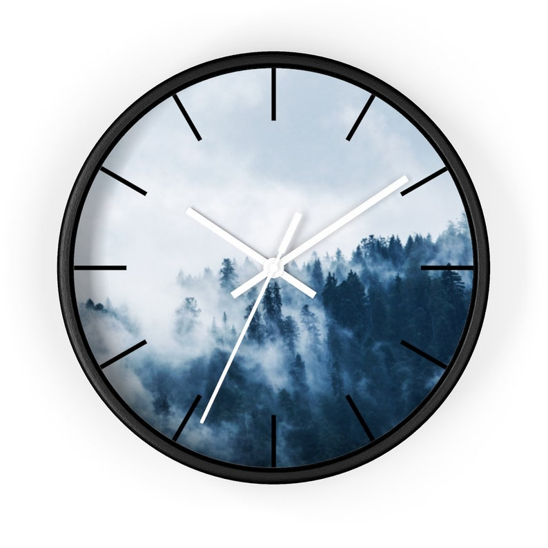 Alpine, brume, nuage, arbres, forêt, montagne, horloge grise de mur