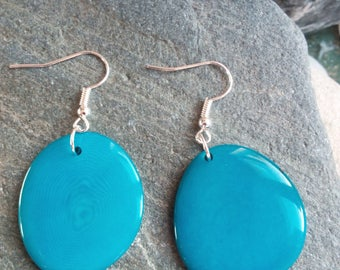 854 - earrings of tagua or vegetable, turquoise ivory.