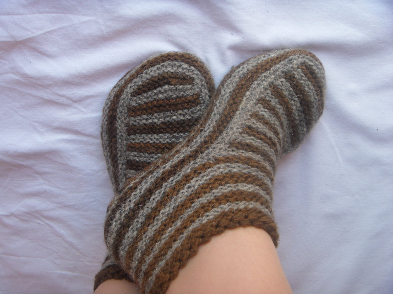 Adult Slippers pattern Knitting patterns Knit slipper pattern ...