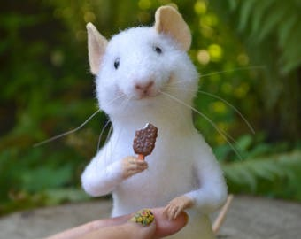 Needle felted mouse Mice realistic Mouse with ice creame Felted animals White mouse Wool felt Mouse miniature Felted mice Mouse figurine Eco