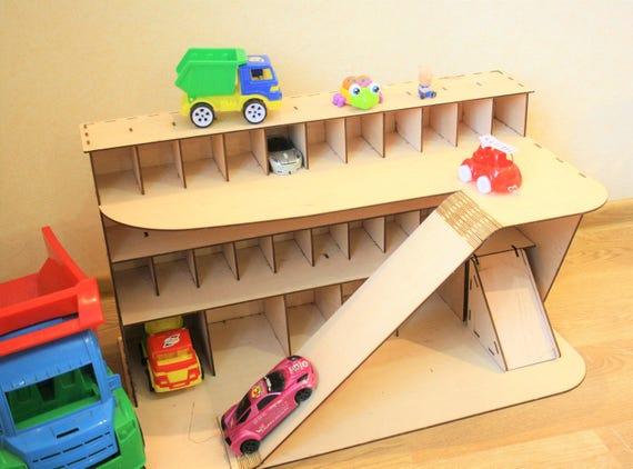 Houten Garage Speelgoed : Houten auto garage auto plank speelgoed auto opslag etsy