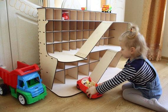 Houten Garage Speelgoed : Speelgoed auto opslag monster jam truck auto garage cadeau etsy