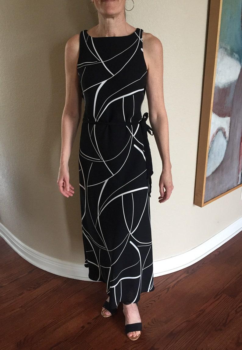 Vintage moderne lange schwarz weiß abstrakte Druck Kleid ...