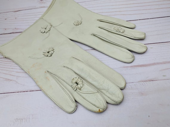 Vintage Small Pair Of White Leather Lady Glove