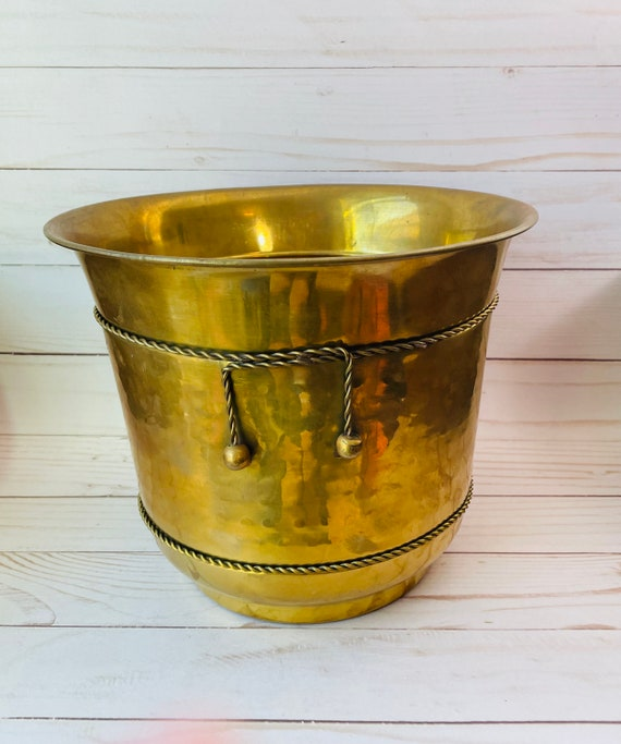 Brass Scalloped Edge Indoor Planter/Brass Indoor Planter/Hammered Brass Planter/Brass Wastebasket/Scalloped Sides/Footed Brass Container/Bin