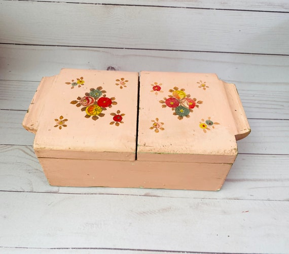 Vintage Japanese Lacquered Jewelry Chest/Chinoiserie/Asian Jewelry Chest/Hand Painted Jewelry Chest/Antique Jewelry Box/Lacquered Box