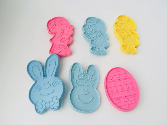Lot of 9 Vintage Hallmark Cards Easter Cookie Cutters