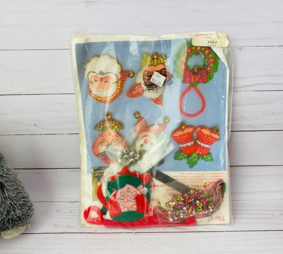 Vintage Paragon Needlecraft Christmas Magnets Kit