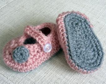 Crochet Baby Booties, crochet baby shoes, baby Mary Janes, baby shoes girl, baby girl booties, newborn girl, baby gift, pink and gray baby