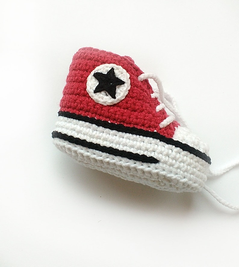 c862ef95a3e6 Red crochet shoes Crochet Converse shoes Crochet baby shoes