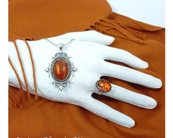 Victorian pendant necklace Cabochon Topaze Lustrous Glass Flamboyant effect Amber tawny orange chain snake Stainless steel