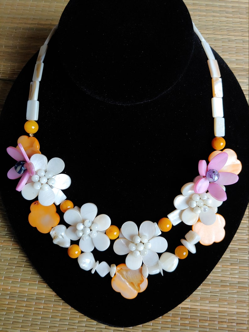 Mother-of-Pearl Flower Necklace
