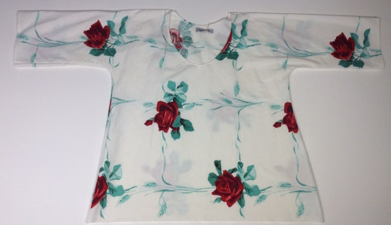 S M Vintage Repurposed Tablecloth Top Roses Are Red