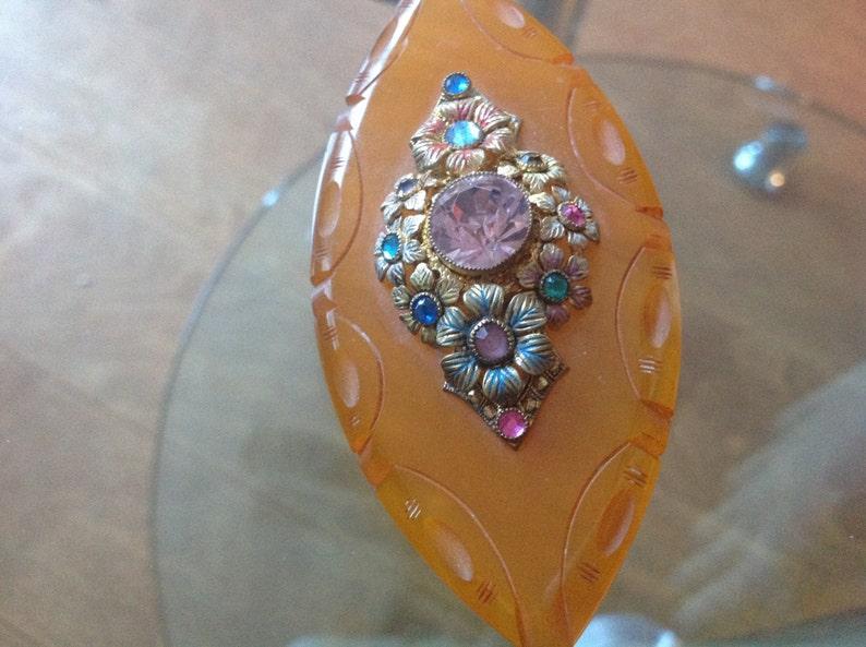 Vintage carved yellow Bakelite with floral /& rhinestone design brooch