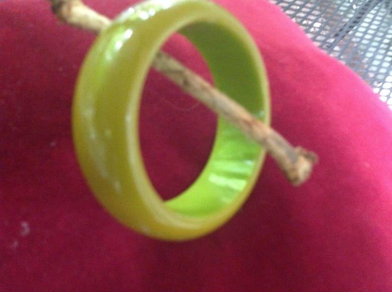 Gorgeous green vintage Bakelite bangle bracelet