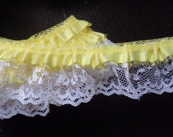 """1 3/8"""" ruffled Lace white/yellow selling by the yard"""