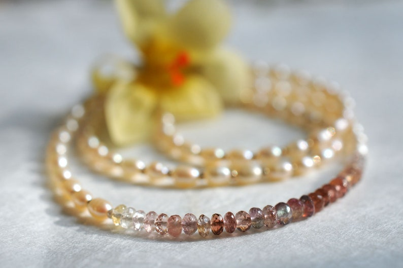 Pearl necklace with tourmalines image 0