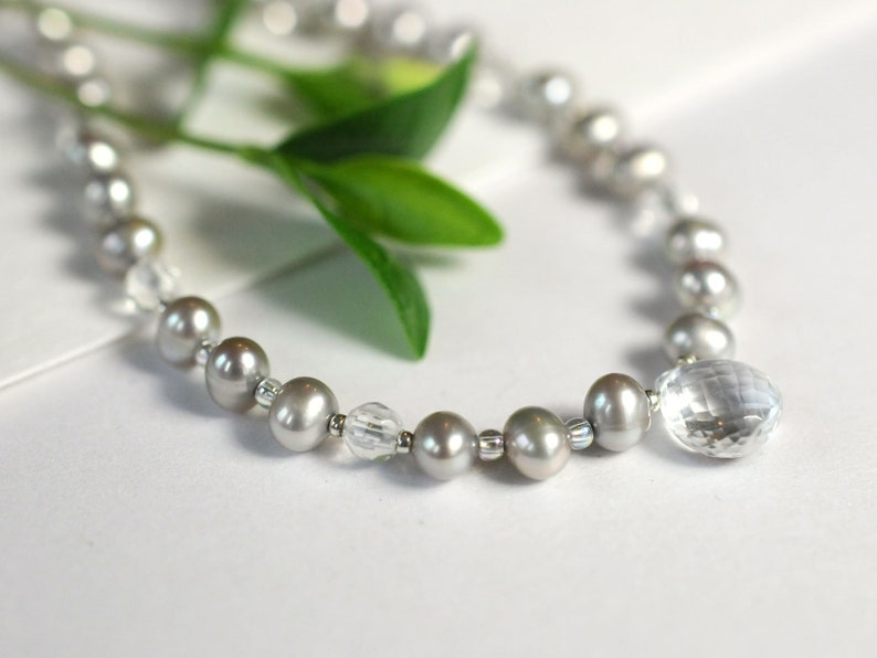 Pearl necklace with rock crystal image 0