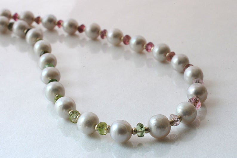 Freshwater pearl necklace with tourmaline gemstones image 0