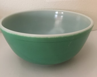 1940s Primary Green Pyrex Mixing Bowl