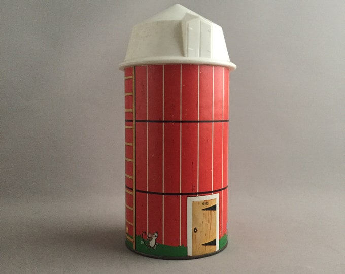 Fisher Price 1968 silo
