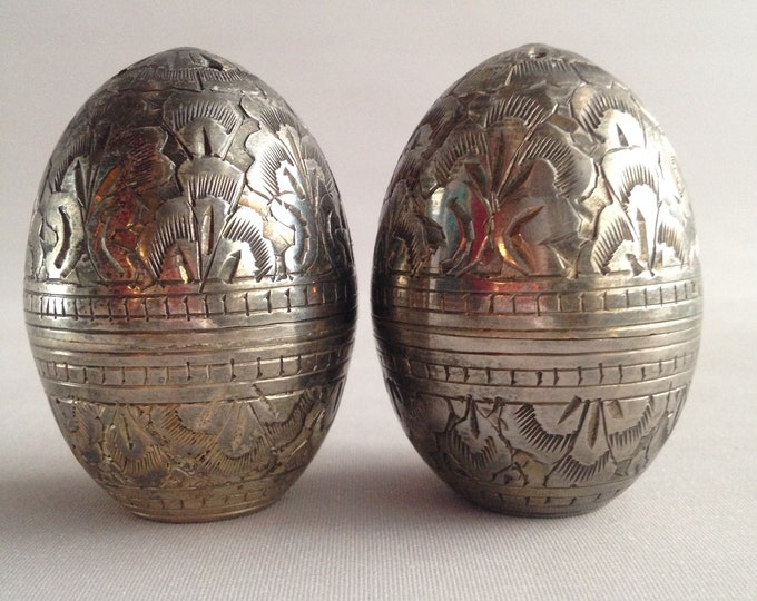 egg shaped etched salt and pepper pots