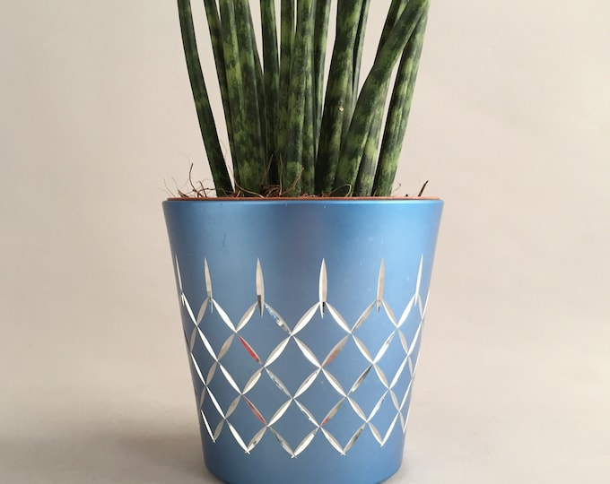 Conrah small  modernist plant pot