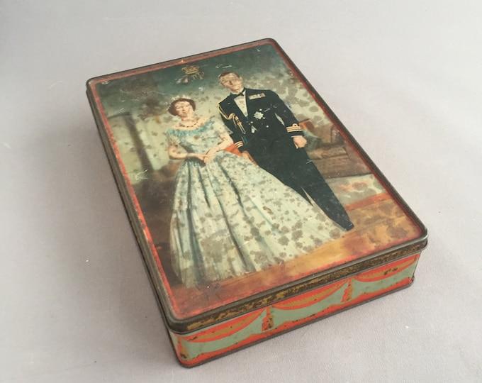 Queen Elisabeth coronation souvenir tin