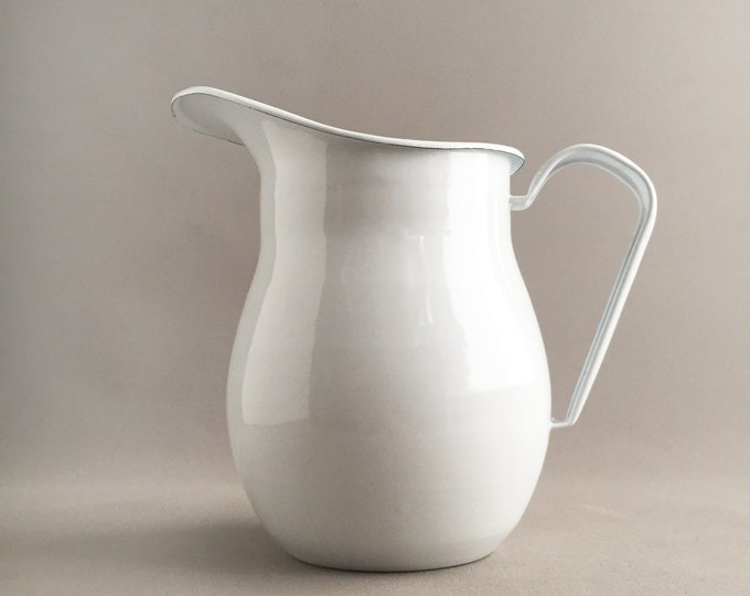 enamelware jug / pitcher