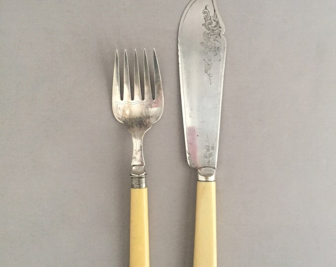 fish servers / serving utensils