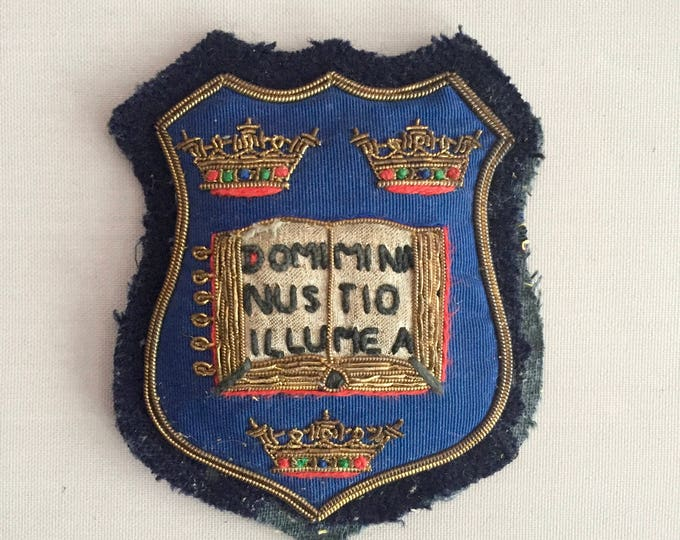 vintage embroiderd Oxford university coat of arms badge