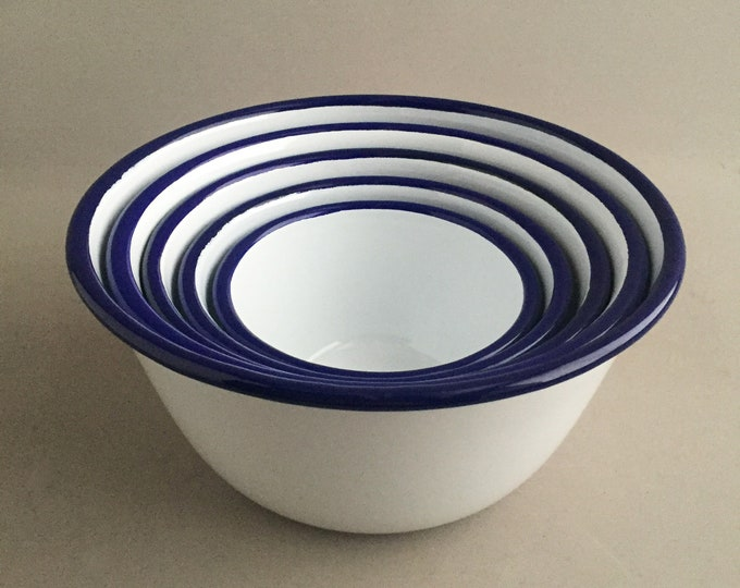 Set of 5 enamel bowls