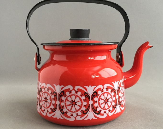 Finel red enamel tea pot