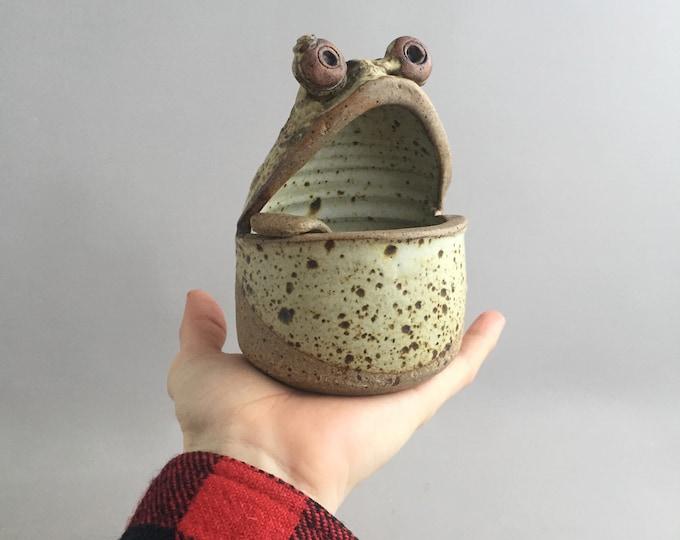 ceramic frog salt pig