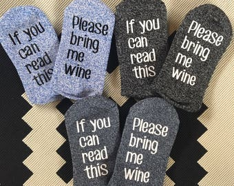 WOMENS If you can read this bring me wine socks-navy blue