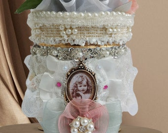 Luxury, retro style, Bridal Gift Box. Ellegant accessory box for romantic hearts: firlfriend, wife, daughter, sister. Bedroom storage box.