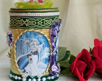 """Magic gift box """"The Ice Qeen and the Sea Queen"""". Toy storage box. Wonderland decor. Inspiration box. Toy box. Girl gift. Mythical creatures."""