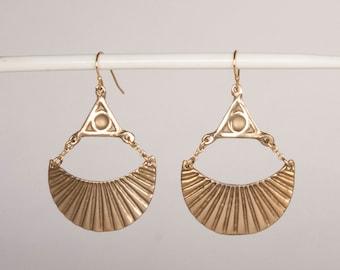 Scalloped Crescent Moon Triangle Eye Earrings