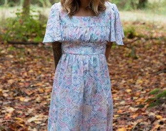 SALE! 30% OFF-VINTAGE 1970s Pastel Floral Dress