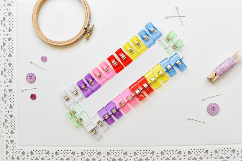 Pack of 28 Mini Quilters Clips Pin /& Needle Alternative Plastic Clips 28 Mini Sewing Clips Knitting Crochet Clips Approx 33mm x 18mm