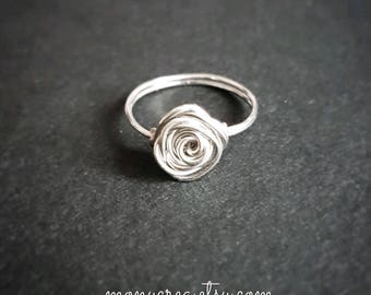 Copper wire ring with rose - flower jewelry - nickelfree jewels - metal bijoux