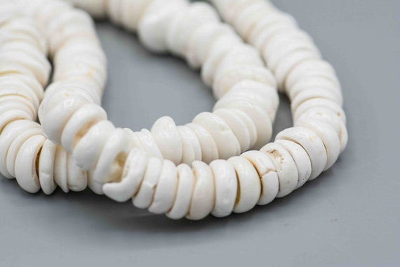 Sweet and refined for the desert island Vintage petit natural puka shell necklace Needs restringing!