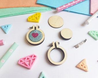 """Mini Embroidery Hoop W/ Brooch - 1.1"""" - Mini Embroidery Hoop - Tiny Wooden hoop - DIY Kit - Mini Hoop Kit - UK"""