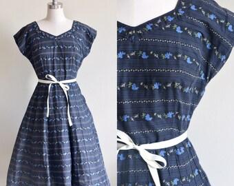 Navy Floral Gardland Dress/ 1950s Floral Dress/ Vintage 50s Blue and Ivory Floral Novelty Print Dress / Medium Large M/L