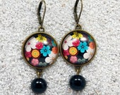 """Long sleepers earrings,  Multicolored flowers design, round cabochons and glass pearl- Modèle """"Caroline"""""""