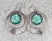 "Long drop creole earrings, hoops, round cab and little flower charm - Green mint flowerets design- Model ""Mathilde """
